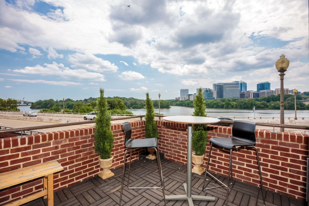 Waterfront Condo in Georgetown!